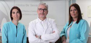 El equipo de la clínica de operación de pecho en Valencia Dr.Terrén